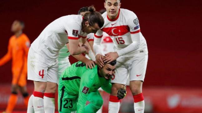 Liverpool'daki gururumuz Ozan'ın yanına bir Türk daha gidiyor! İzlemeye geldiler!..