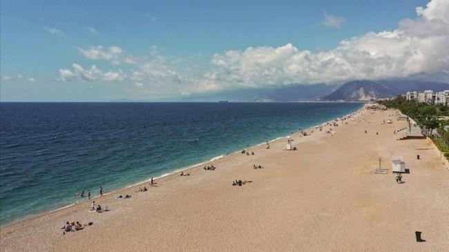 Türkiye'de bulunan 519 plajın 213'ü Antalya'da
